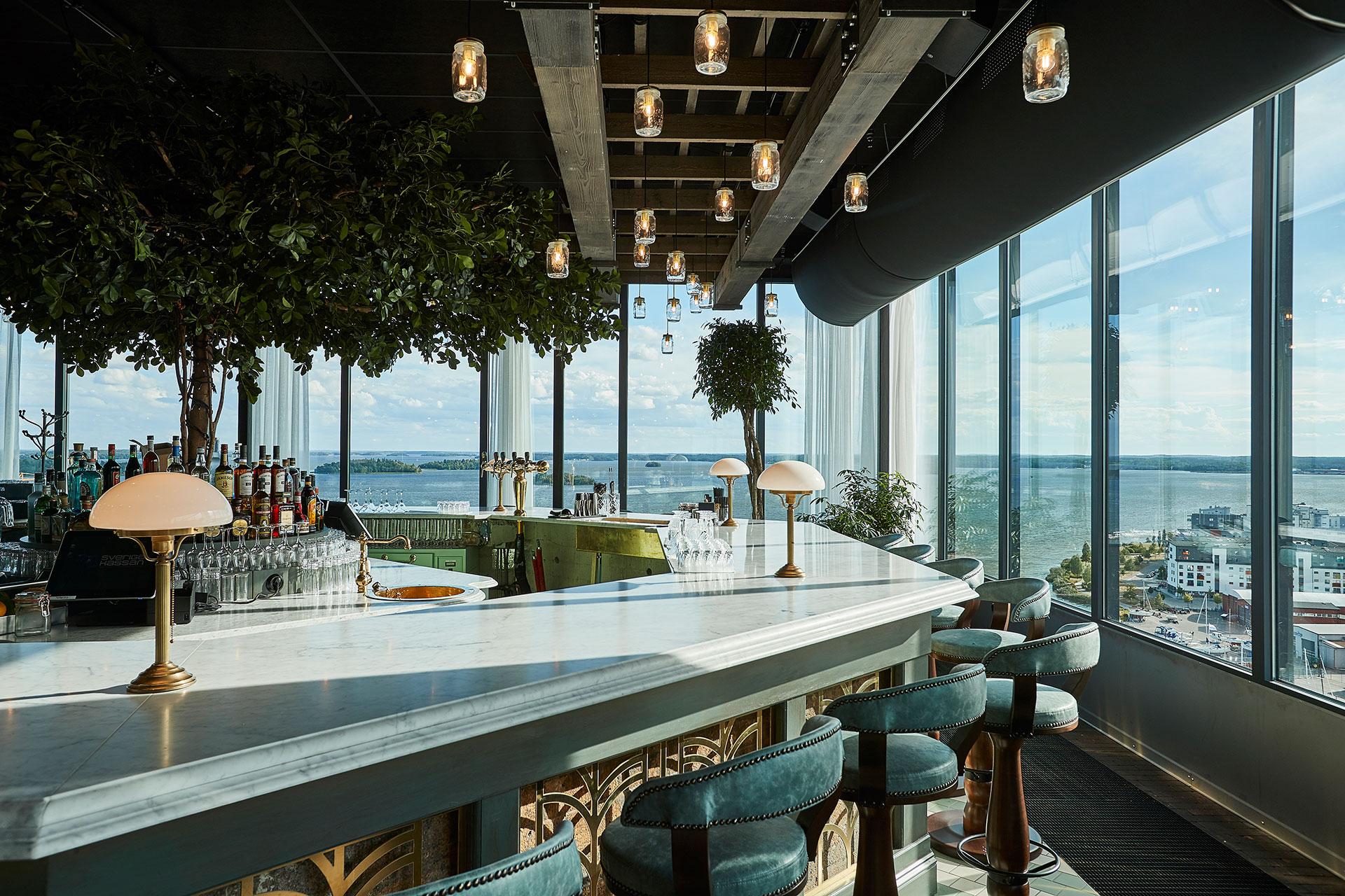 Bar med vy över Mälaren från Locavore, Steam Hotel. Foto: Pressbild