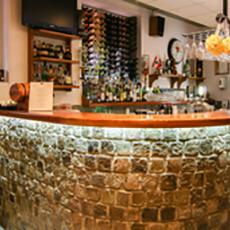 Bilden visar bardisken på restaurang 2 Rum och Kök.