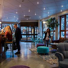 Bilden visar receptionen inne på Best Western Hotel Esplanade. Fotograf: Henrik Mill.