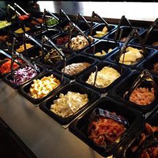 Bilden visar salladsbaren inne på Cornetto Bar.