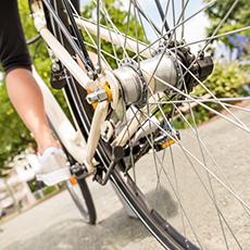 Bilden visar ett bakhjul på en cykel på en cyklist som är ute och letar Cykel-TRIM kontroller.