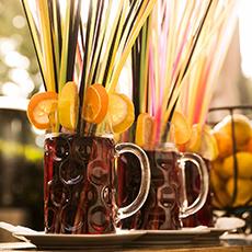 2 häftiga drinkar med apelsin och sugrör från Madame Josephine. Foto: Pressbild