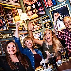 Ett glatt gäng på Olearys i Västerås. Foto: Pressbild