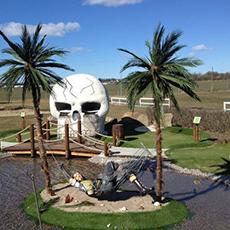 Minigolf hos Hälla golf med pirattema. Foto: Pressbild