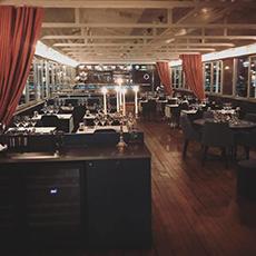 Restaurangen på båten Pråmen. Foto: Pressbild