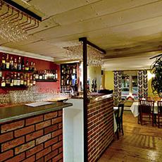 Baren som är bygd med tegelstenar hos Restaurang Bellman. Foto: Pressbild