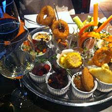 Ett stort fat med flera olika tapasrätter från Restaurang Indigo. Foto: Pressbild