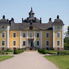 Bilden visar ett stort gult slott . Fotograf: Most photo