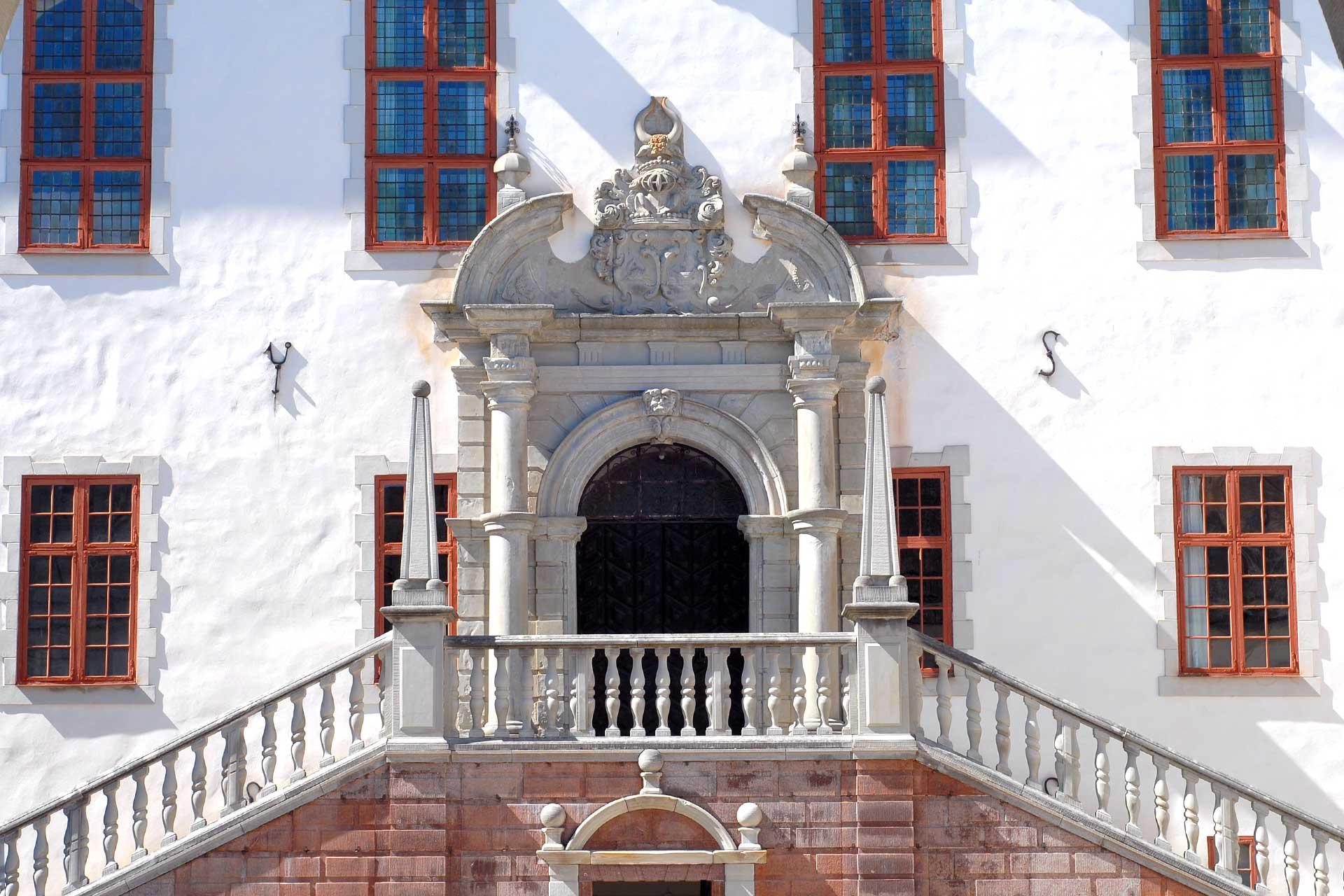 Trappor som leder upp till Tidö Slott. Foto: Mostphotos