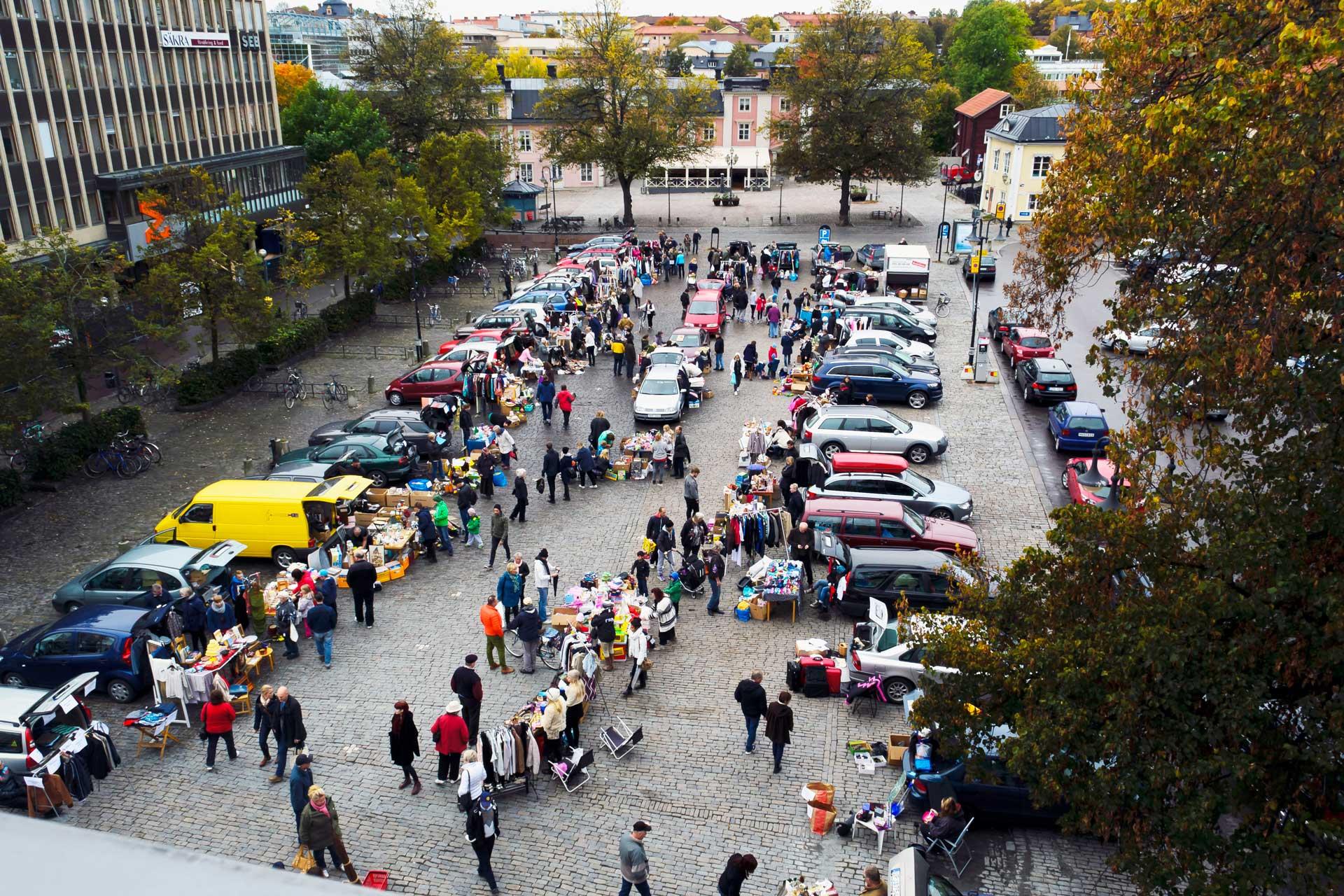 Bakluckeloppis på Stora torget i Västerås. Fotograf: Mostphotos