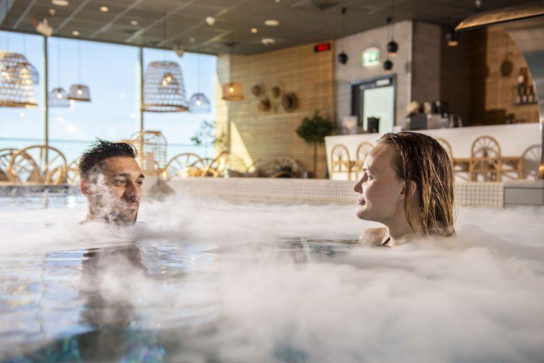 Par badar på spa, Kokpunkten i Västerås. Foto: Pressbild