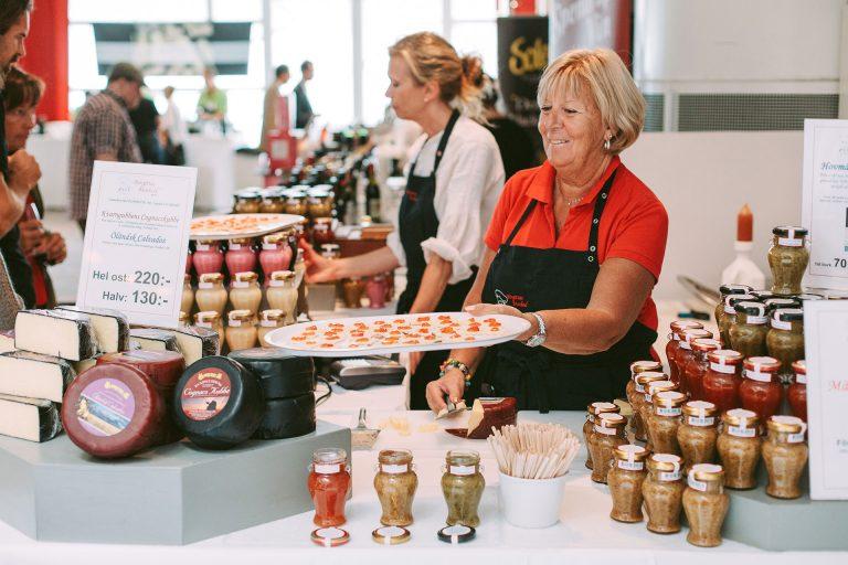 Birgittas Matbod visar upp delikatesser som en av utställarna på den uppskattade vin och delikatessmässan. Fotograf: Henrik Mill