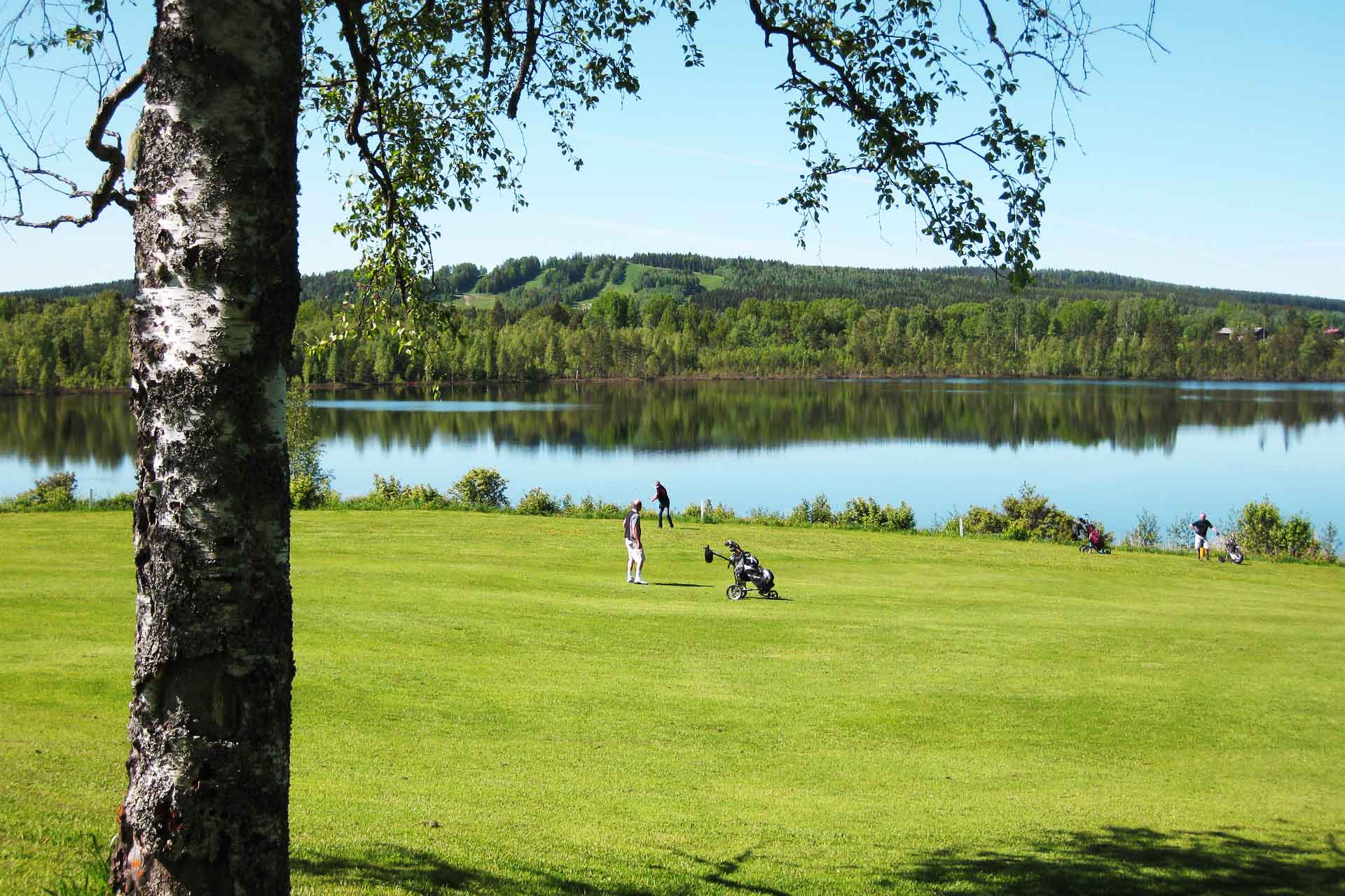 Fagersta golfklubb vid vattnet. Foto: Pressbild