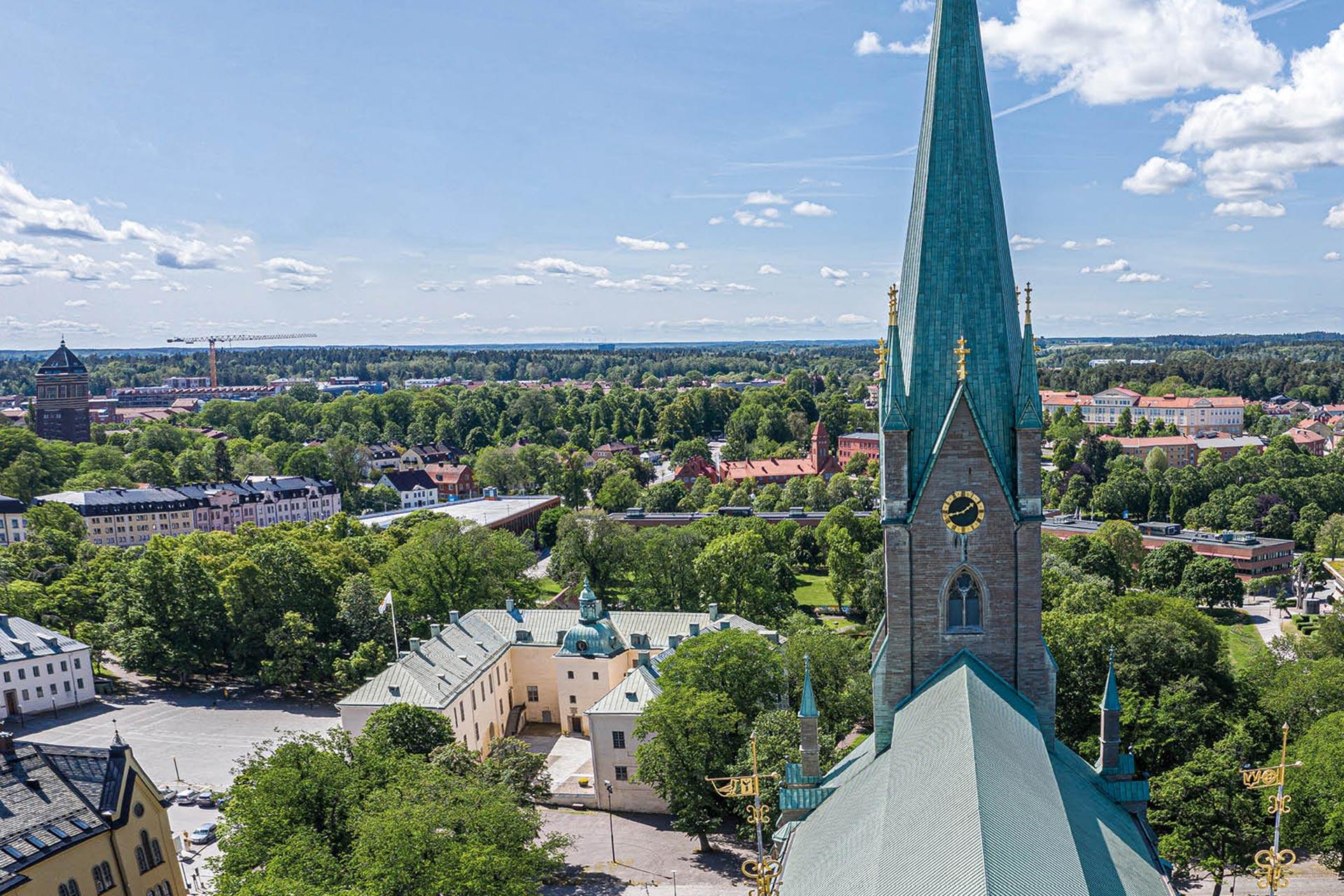 Ser toppen på kyrkan i Linköping
