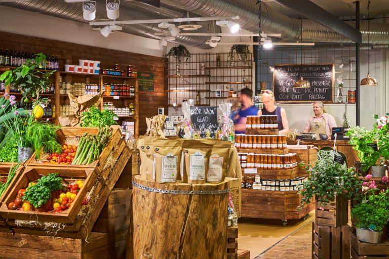Lokala grönsaker och råvaror hos Saluhallen Slakteriet i Västerås. Fotograf: Pia Nordlander