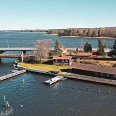 Borgåsunds restaurang omgiven av Mälaren, från ovan. Foto: Pressbild