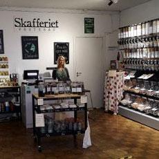 Ägarinnan och alla produkter inifrån Skafferiet på Saluhallen Slakteriet. Fotograf: Pressbild/ Douglas Davies.