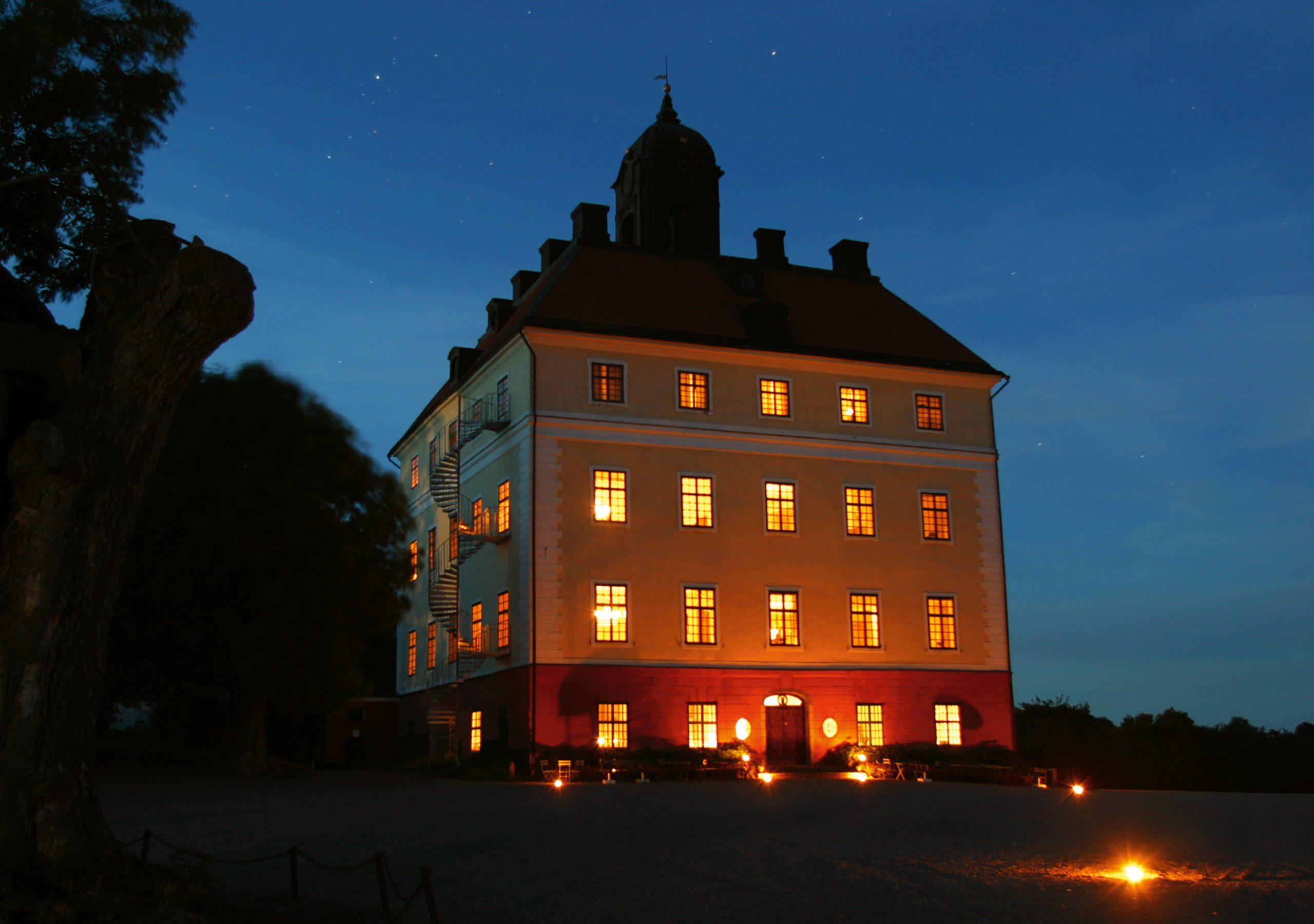 Engsö slott upplyst. Foto: Jan Gustafsson
