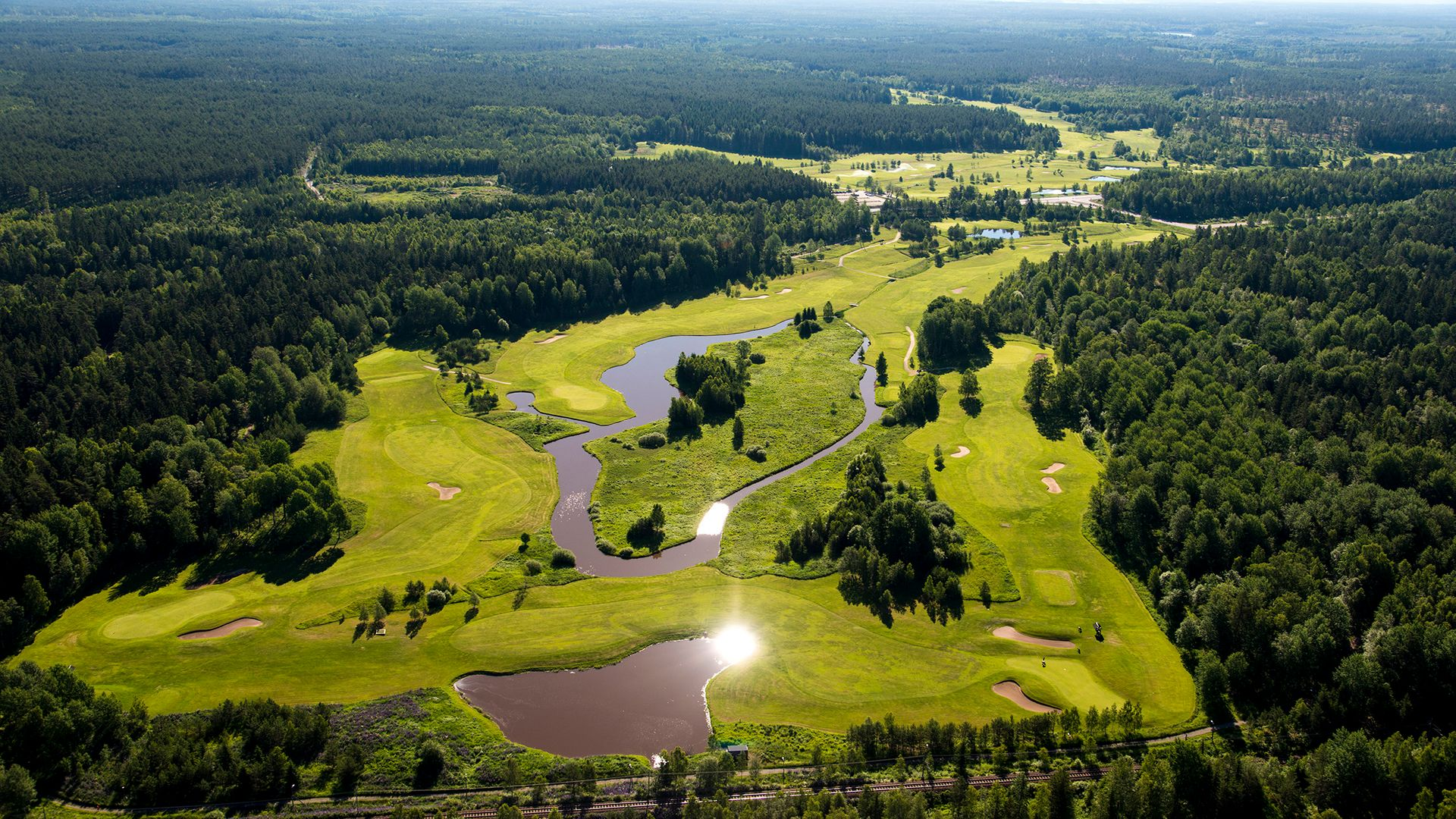 Vy över Surahammars Golfklubb. Fotograf: Pressbild Lennart Hyse
