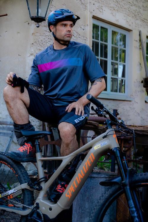 Cyklist och hans cykel. Fotograf: Leon Grimaldi