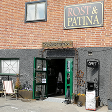Dörren står öppen till butiken Rost & Patina. Pressbild