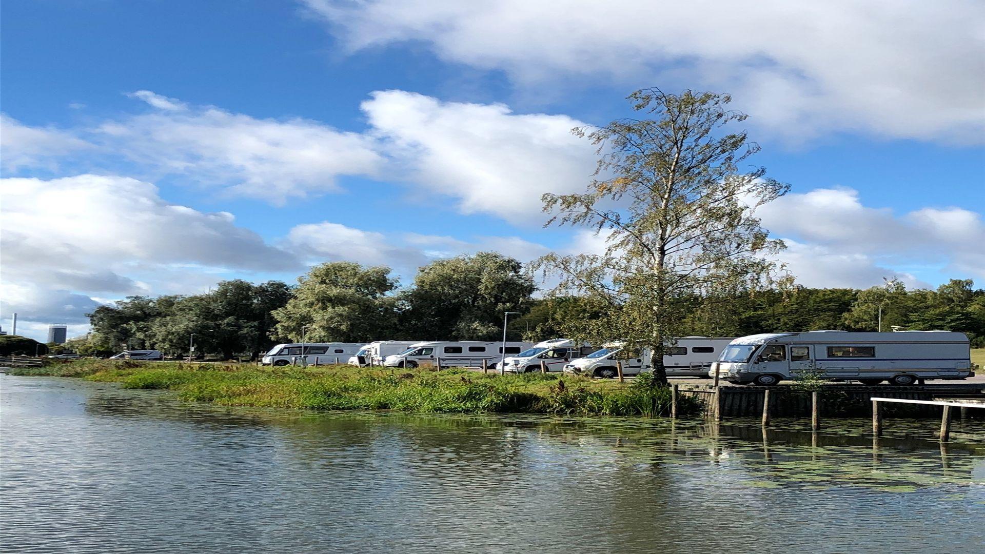 Utsikt över ställplatserna i hamnen. Fotograf: Pressbild