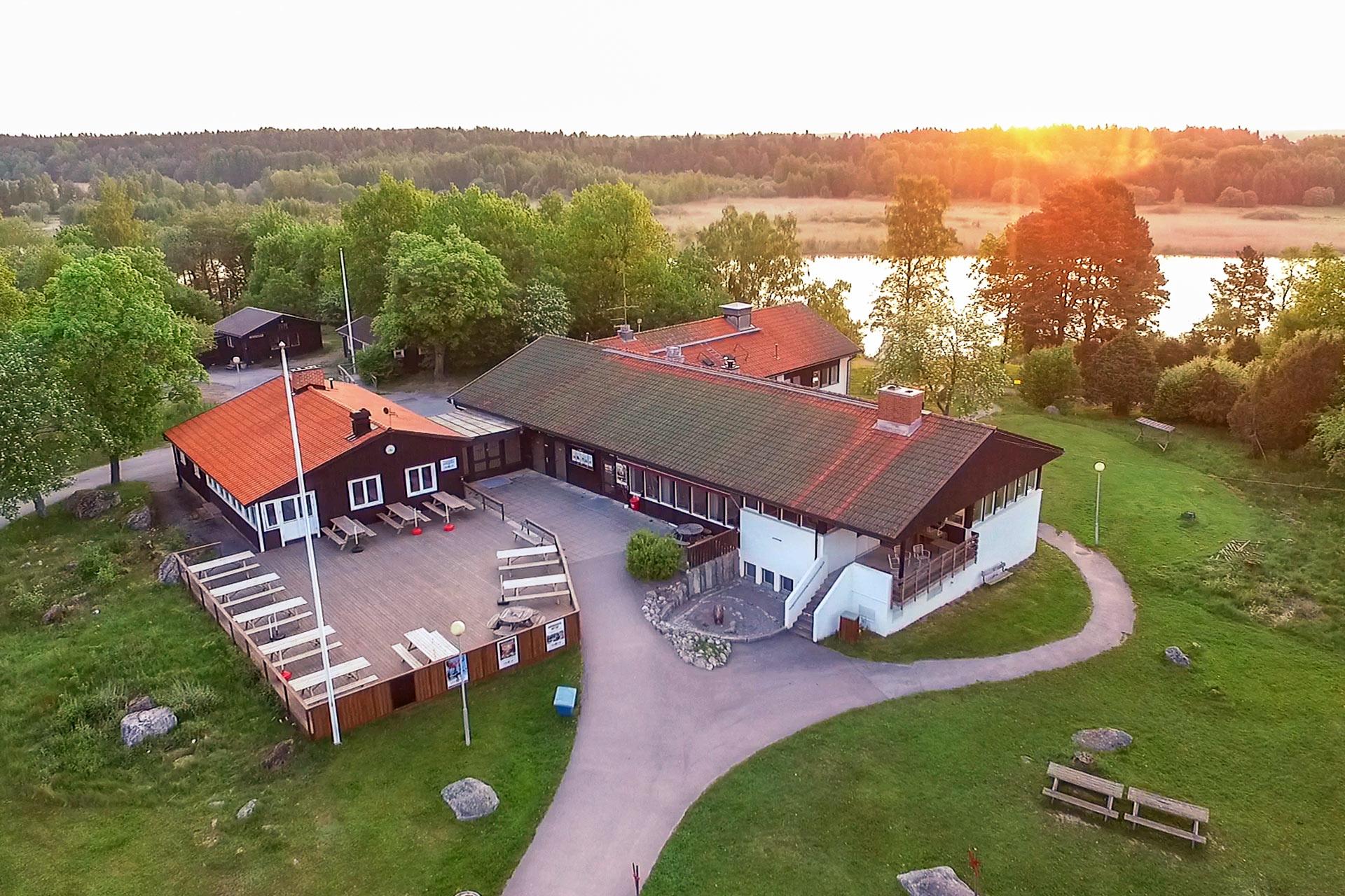 Björnögården på Björnö i Västerås en sommarkväll. Fotograf: Mia Bjorkstrom
