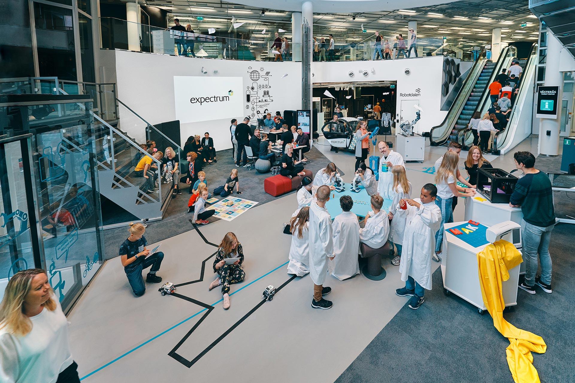 Skola, företag och organisationer möts på expectrum i Västerås. Fotograf: Pressbild