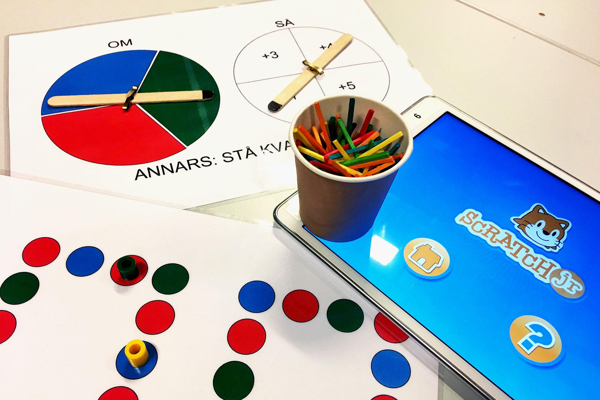 Lär dig programmera på familjeaktiviteten familjeprogrammering hos expectrum i Västerås. Fotograf: Expectrum